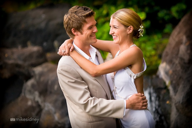 We are so lucky to have Maui wedding photographer Mike Sidney at the