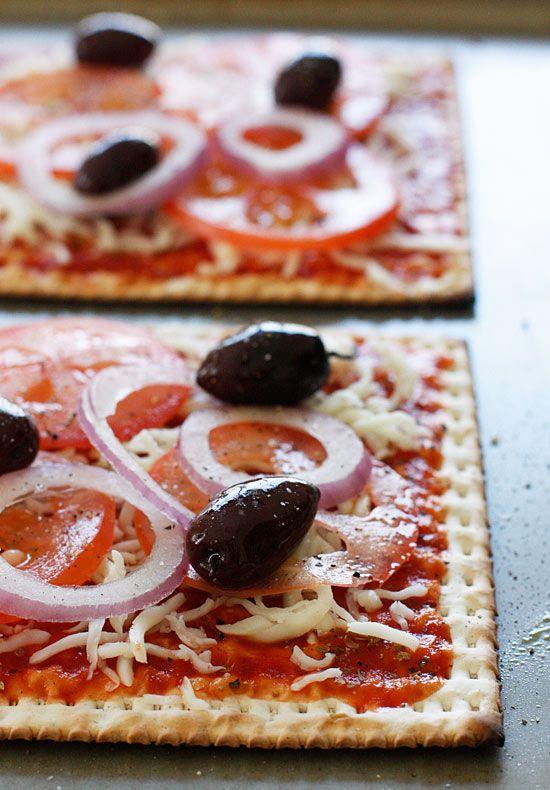 Skinny Passover Matzo Pizza #cracker #pizza #lowfat #passover