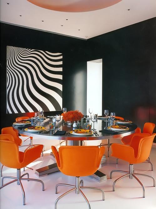 Sala de jantar com mesa redonda para 8 pessoas