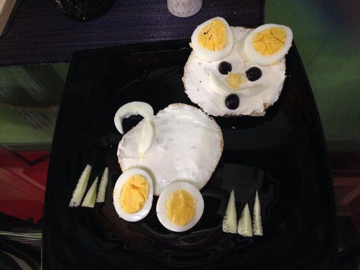 Cute and tasty breakfast idea.