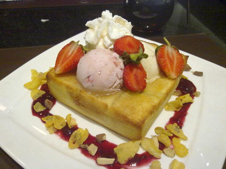 Strawberry honey toast by E'te ice cream | Desserts in Chiangmai Thai ...