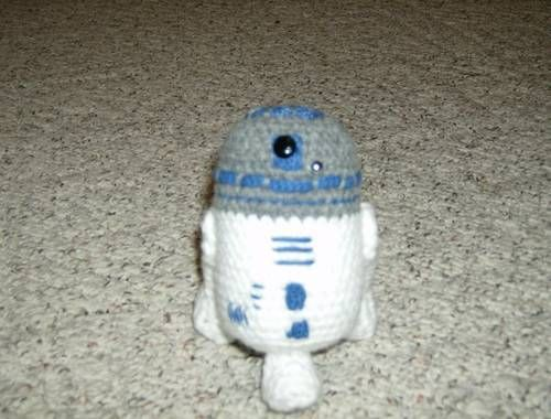 Amigurumi R2d2 Pattern : R2D2 (with pattern) - he is the cutest! Yarn crafts ...