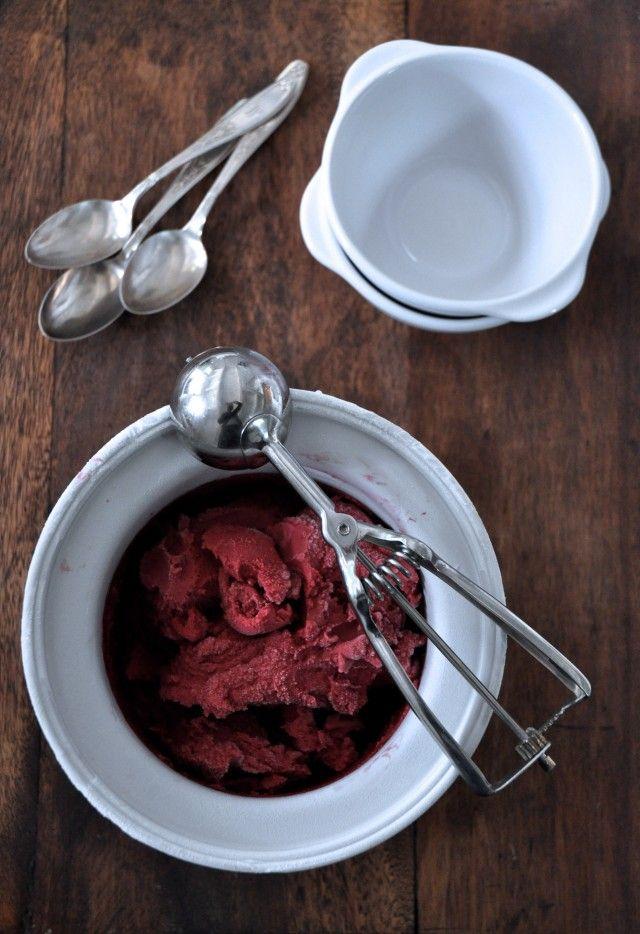 Blackberry Frozen Yogurt by kitcheculinaire #Frozen_Yogurt #Blackberry