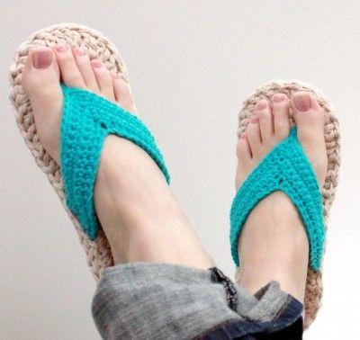 crochet flip flops 400x378 5 Mamachee Crochet Patterns to Pretty Up ... www.crochetconcupiscence.co...