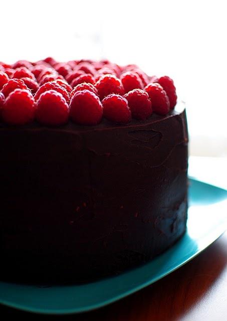 ... to meeeee!! I wish i was eating this! Dark Chocolate Raspberry Cake