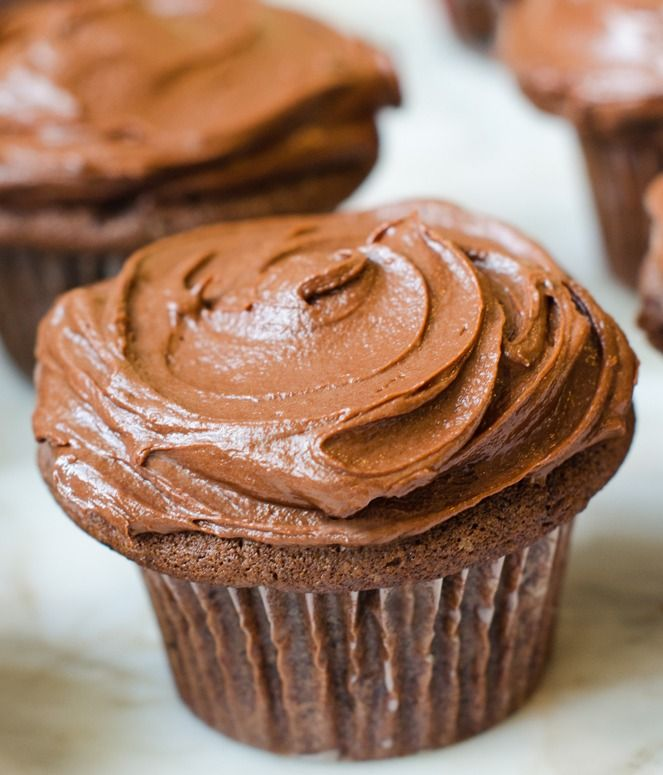 Chocolate Sour Cream Cupcakes With Chocolate Buttercream ...