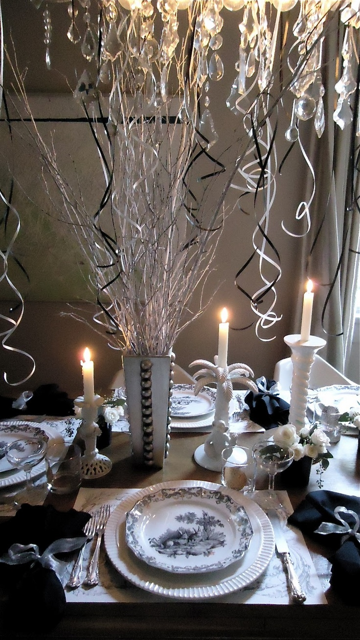 Festive new year 39 s eve table decoration tablescapes - New year table decorations ...