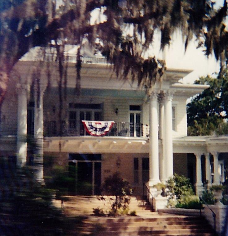 Southern plantation dreamy houses pinterest for Southern plantation house