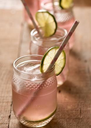 bebida em potinho de vidro