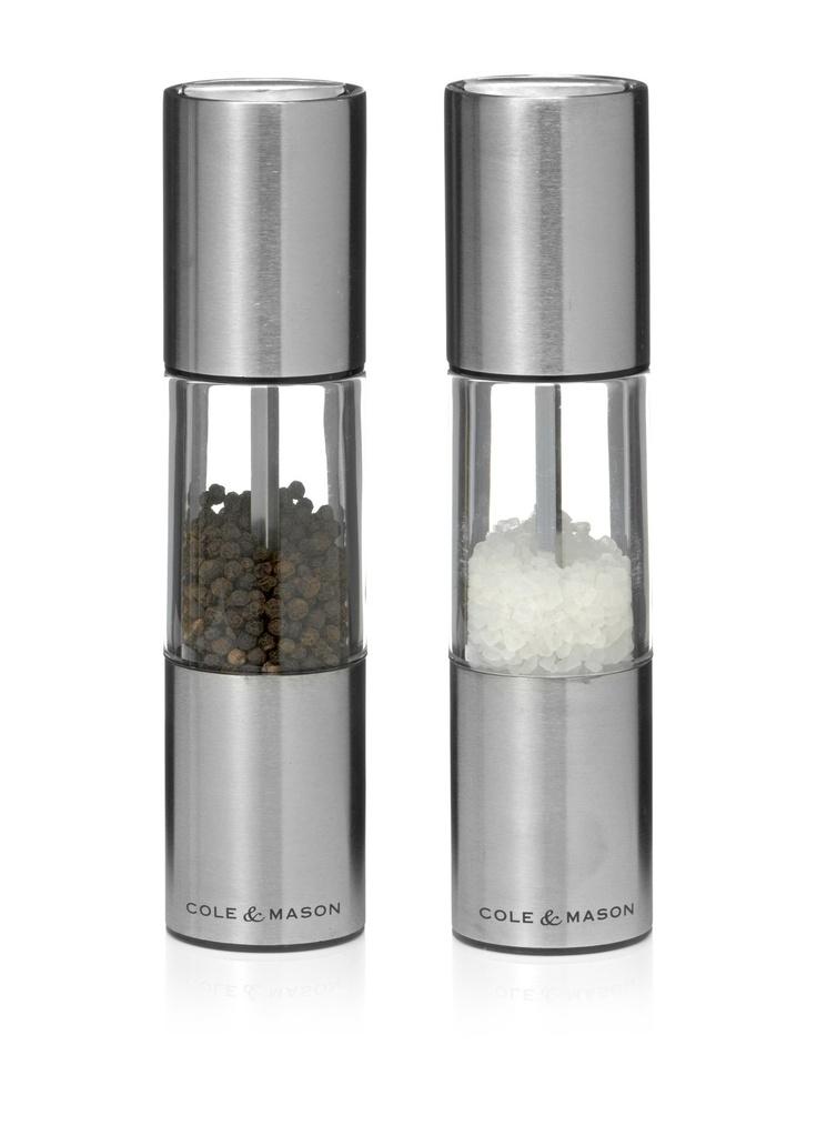 Strak vormgegeven peper- en zoutstel Oslo van Cole & Mason. De ...