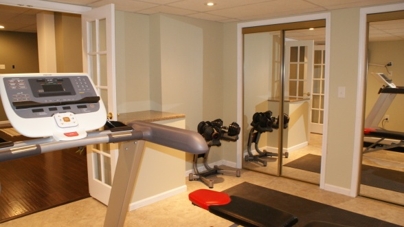 Another view of the workout room.