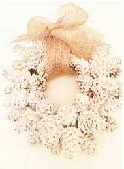 DIY::  Pine cone & Burlap Wreath...very pretty