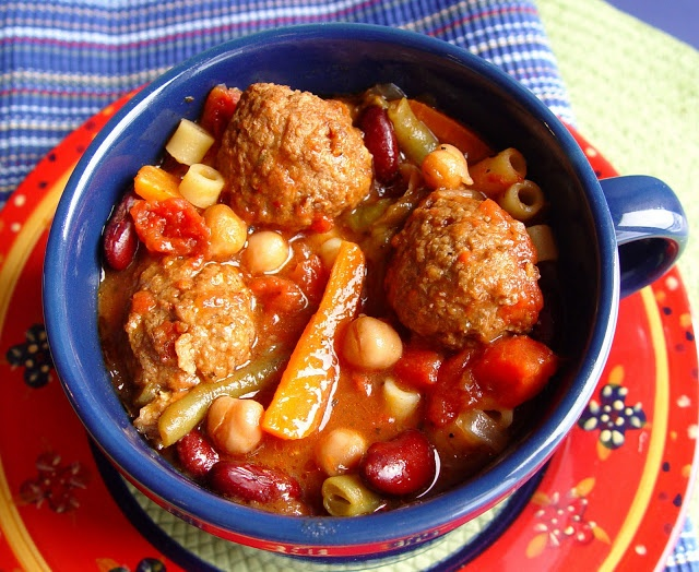 Meatball Minestrone Soup {Crock Pot}...only takes 15 minutes prep.