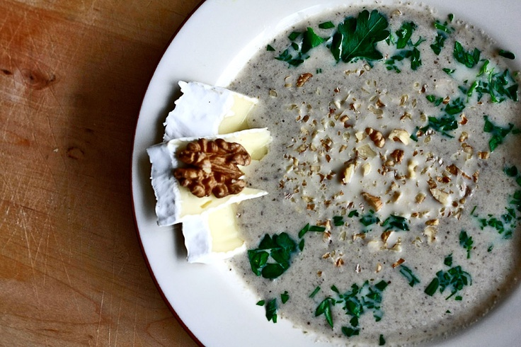 Zupa krem z pieczarek - Smakowity krem z pieczarek | Champignion creme soup with brie cheese http://www.codogara.pl/8366/zupa-krem-z-pieczarek/