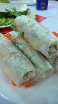 Vietnamese fresh spring rolls (Goi Cuon) with peanut dipping sauce ...