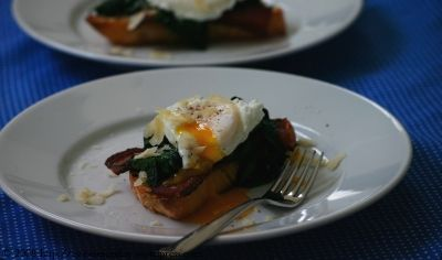 Breakfast crostini w/ Poached Egg, Wilted spinach and Bacon. breakfast ...
