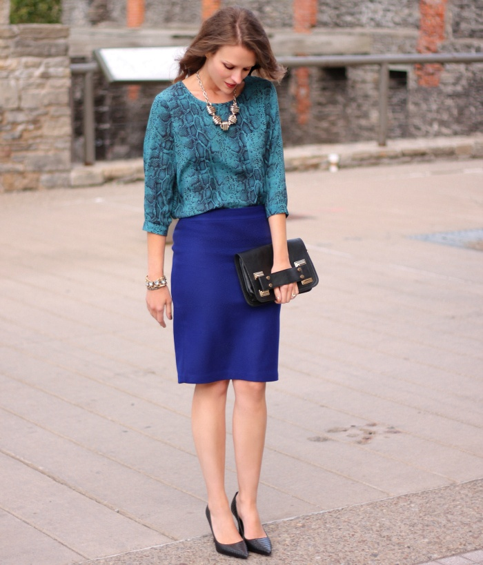 синяя юбка карандаш с чем сочетать