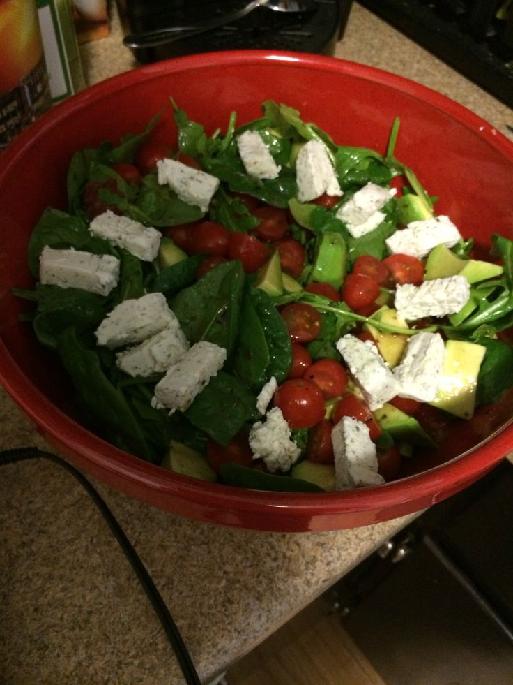 Spinach, avocado and goat cheese salad | FOOD | Pinterest