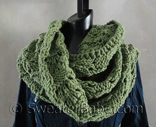 Ravelry: #127 Soft and Chunky Infinity Scarf pattern by SweaterBabe