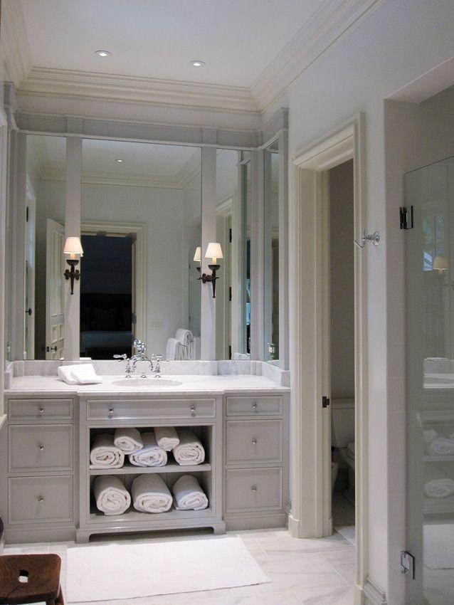 Kleine badkamer met grote spiegel
