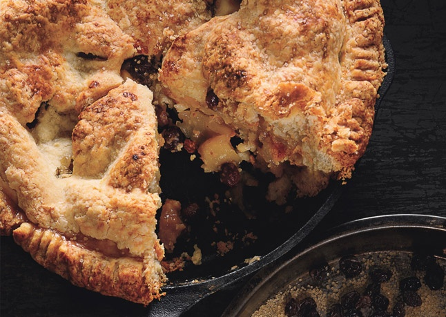 Old-fashioned mixed apple pie