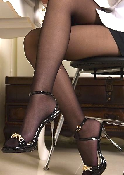 Black pantyhose boots pictures