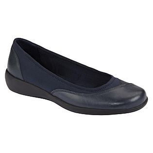 Cobbie Cuddlers Women's Eleanor Casual Shoe Wide Width - Navy