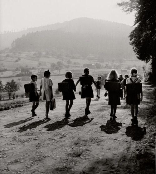 Ecoliers Wangenbourg, 1945   by Robert Doisneau