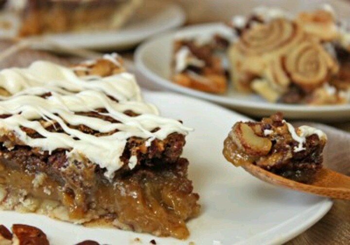 Cinnamon roll pecan pie
