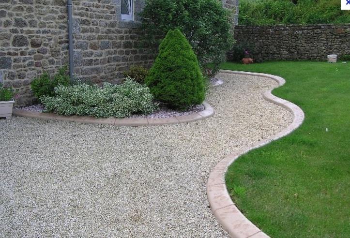 Allee de jardin en cailloux une all e de jardin en for Allee de jardin moderne