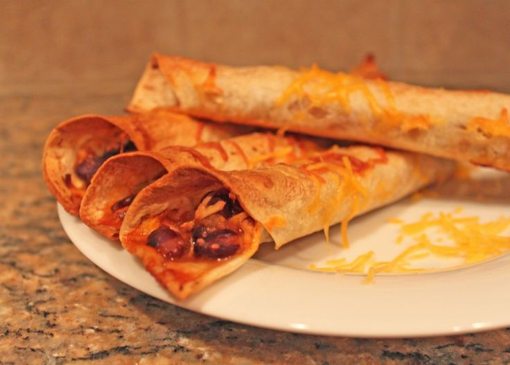 Semi-Slow Cooker Black Bean & Chicken Baked Taquitos... Gonna try this ...