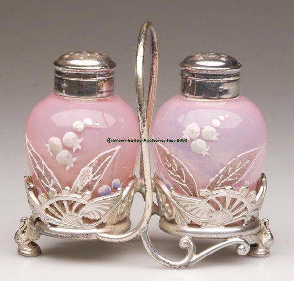 VICTORIAN Обсаженном розовый опал солонки и перечницы в кадре - Соответствие Эмаль украшения, каждый с двух частей крышки, Re-посеребренная Уилкокс Четырехместный-рамки плиты с ногами Лебедя.  Четвертый квартал 19 века