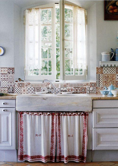 Wit en rood keuken