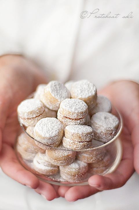 Vanilices – almond cookies with jam, dusted with confectioners sugar