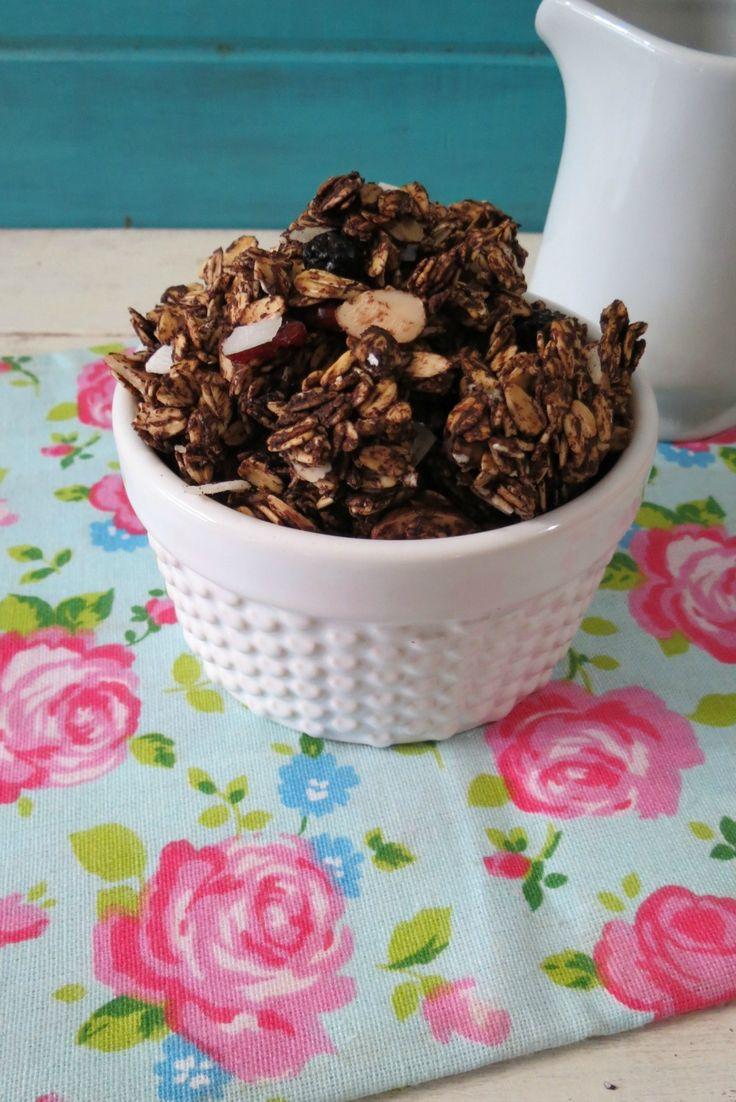 Chocolate Cherry Granola - A crunchy, healthy, vegan, chocolate ...