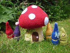 Crochet Mushroom House & Gnomes * too Cute!