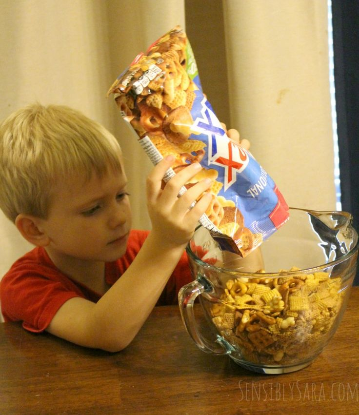 Kids in the Kitchen: Kentucky Bourbon Bacon Chex Mix® {+ #Giveaway}