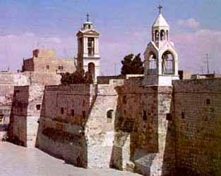 (30) 315 - La madre del emperador Constantino, Santa Elena funda la Basilica de la Natividad en Belén. Esta gran santa se ha hecho famosa por haber sido la madre del emperador que les concedió la libertad a los cristianos, después de tres siglos de persecución, y por haber logrado encontrar la Santa Cruz de Cristo en Jerusalén.