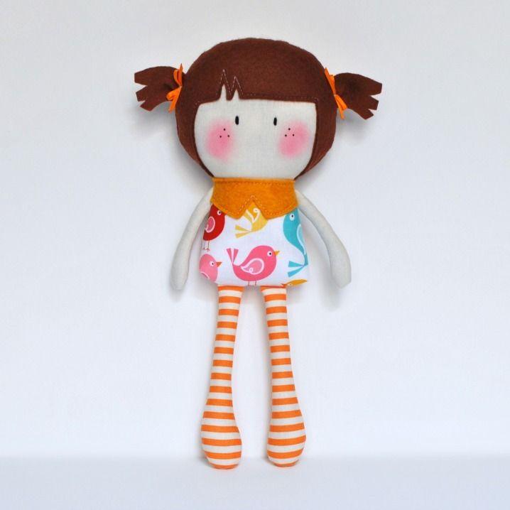 """Мои Teeny-Крошечный Куклы ® являются 11 """"ручной куклы. Изготовлен из хлопка и шерсти смесь чувствовал ткани, наполненные Polyfil для softness.Due с ручной характер куклы и мелких деталей, рекомендуется для детей от 3-х. Дети должны быть руководил во время игры. © Кук Вы Некоторые Лапша 2014"""