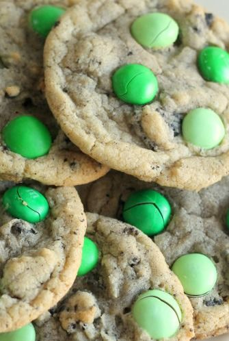 Mint M & M Oreo Cookies. Great idea for St. Patties Day!