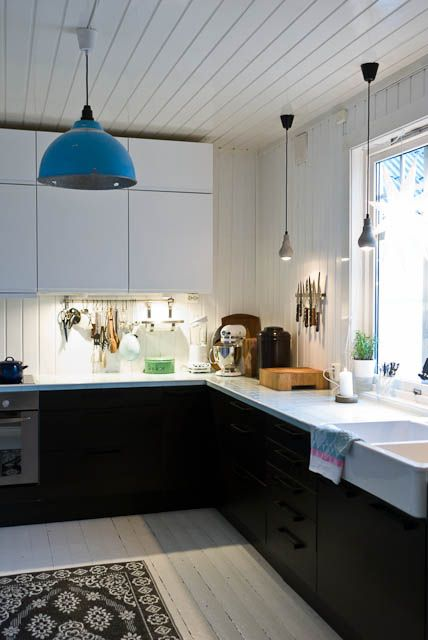 White black and blue kitchen cuisines kitchens for Black white and blue kitchen ideas