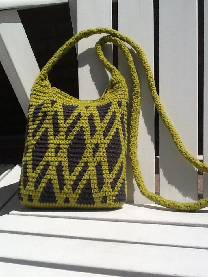 Tapestry crochet sling bag made by Plume Wayuu patterns Pinterest