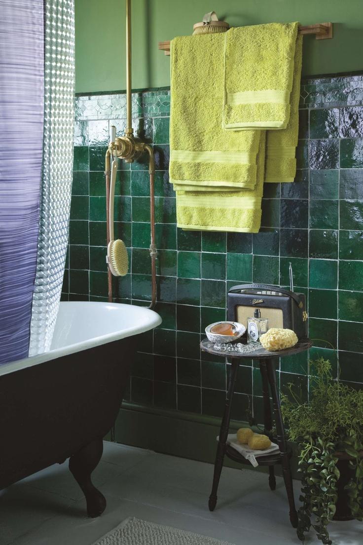 30 fantastic emerald green bathroom tiles for Emerald green bathroom accessories