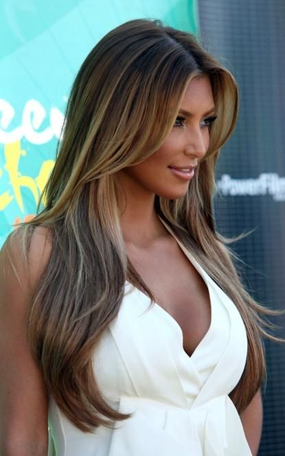 long brown highlighted hair...I like the bi-polar color.  She can't decide if she's blonde or brunette.. like me :)