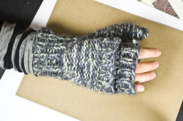 Convertible Mitten Knitting Pattern : CRAFT Pattern: The Gregories - Convertible Knit Mittens