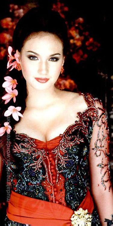 Traditional Indonesian Wedding Makeup : Traditional Kebaya Indonesian beauty Rostros Pinterest