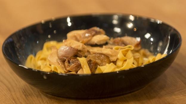 Roast chicken with 40 cloves of garlic | NOM | Pinterest