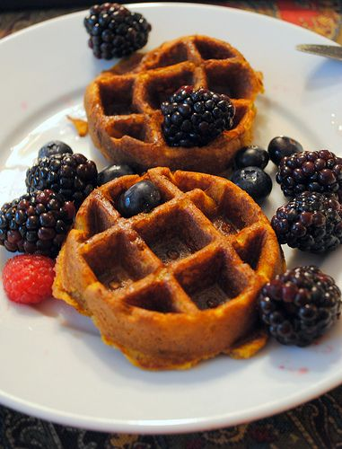 Spiced Pumpkin Waffles | Nom Noms | Pinterest