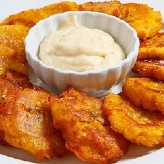 Tostones aka Jamaican fried green plantains! awesome for breakfast or ...