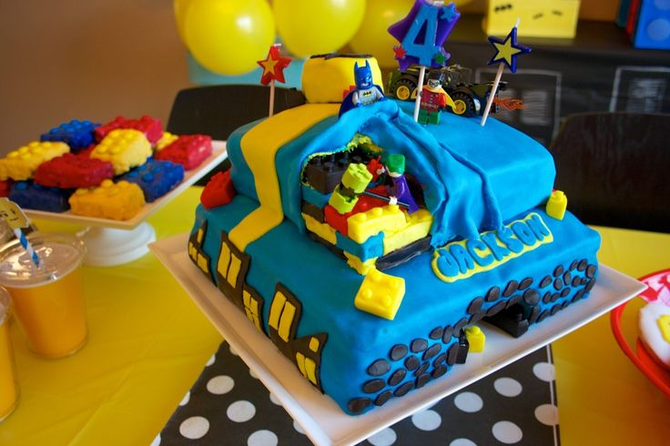 Holy Lego, Batman! This Lego meets Batman kids party is too fun. #kidsparty